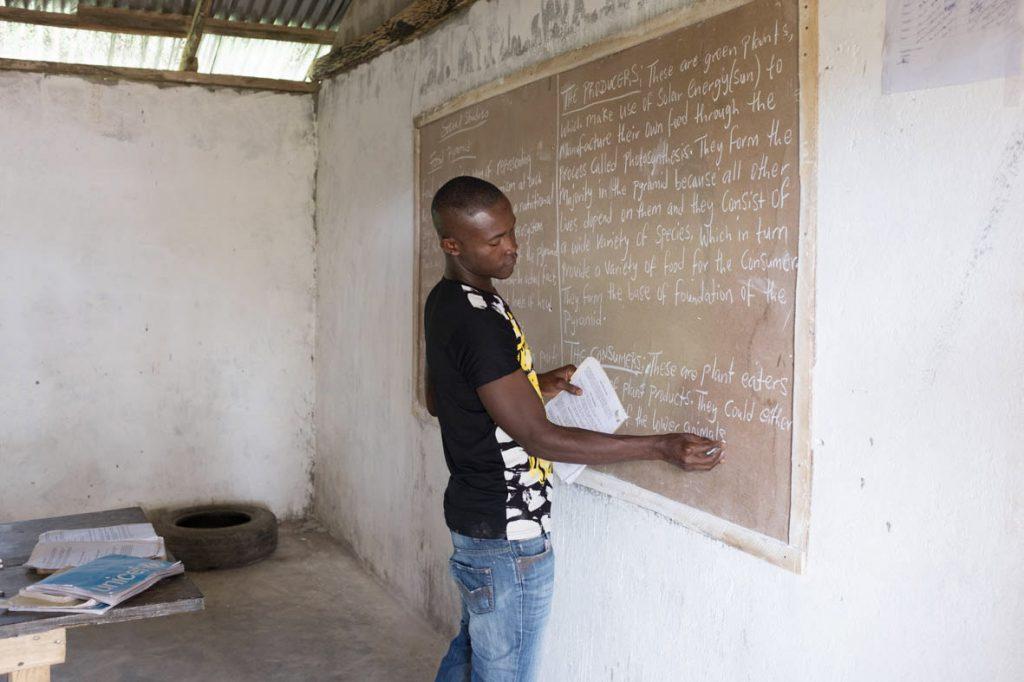 Unterricht in der Grundschule von Malok