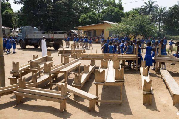 Schulmöbel für die neue Schule in Modia (November 2016)