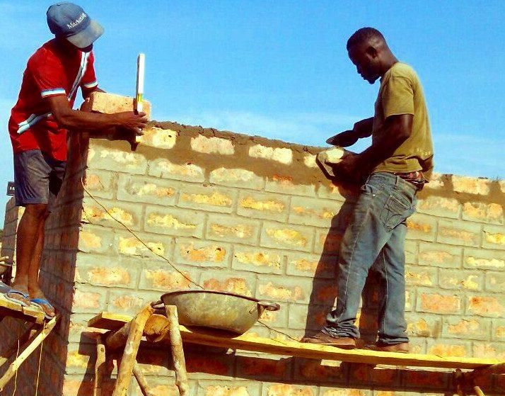 2017: Bau der Schule in Robenk