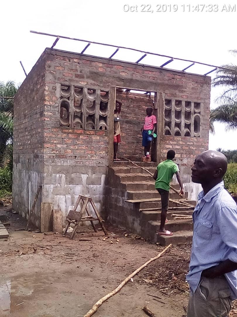 Neue Toilettenanlage für unsere Schule in Bomiya