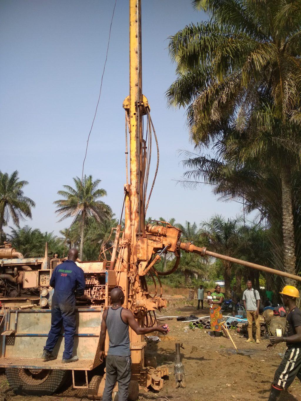 Brunnenbohrung in Mathen, Sierra Leone