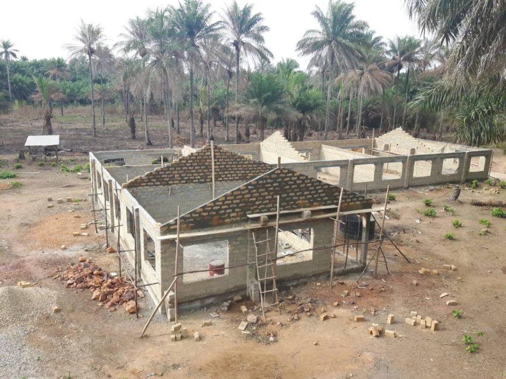 Unser neues Gebäude für das Ausbildungszentrum in Mathen entsteht.  Forikolo - Schulen für Sierra Leone