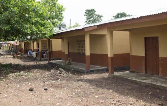 Schulgebäude in Conakrydee