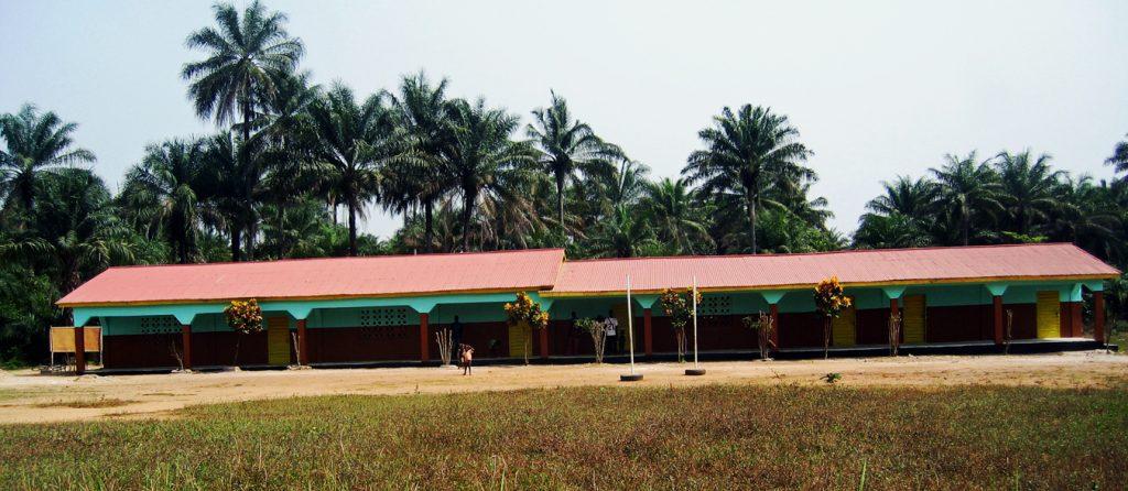 In Forikolo haben wir 2006 unsere erste Schule fertiggestellt - eine Grundschule. Forikolo ist ein Dorf in der Region Loko Massamma in Sierra Leone. Forikolo - Schulen für Sierra Leone