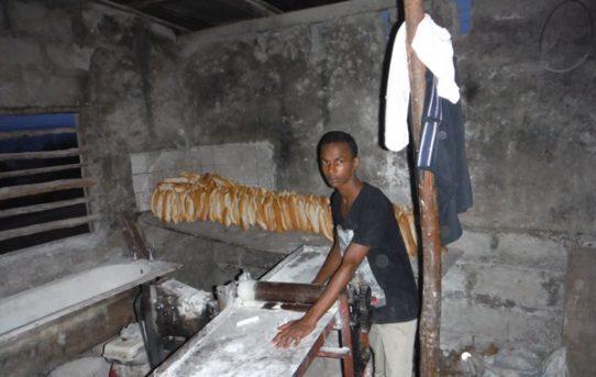 Bäckerei in Mortong: In einigen Dörfern haben wir Bäckereien gebaut. Dort werden Produkte aus der Landwirtschaft weiterverarbeitet. Die Backwaren sichern die Ernährung und erhöhen das Einkommen der Bevölkerung.